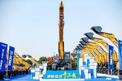 Excavadoras XCMG registra una producción y venta acumulada de 200.000unidades. (PRNewsfoto/XCMG)